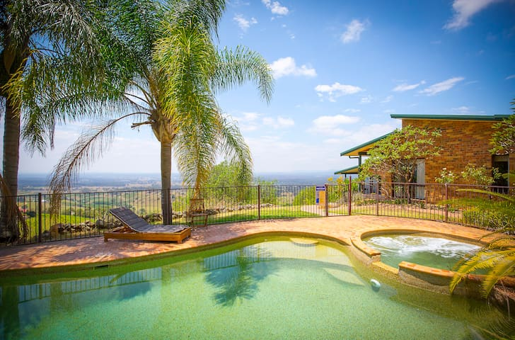 AQUILA || Awesome views and a pool! - Mount View - House