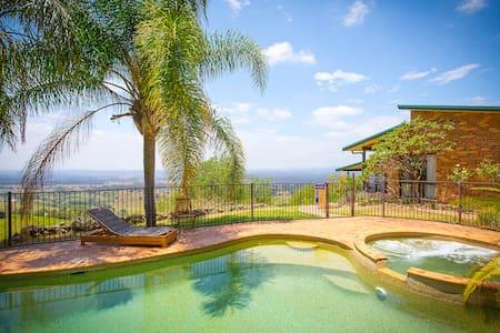 AQUILA || Views, Pool, View. - Mount View - Casa