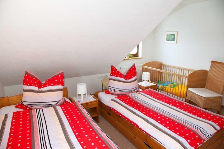 Haus Buntspecht, (Bad Liebenzell), Ferienhaus, 98qm, 2 Schlafzimmer, max. 4 Personen