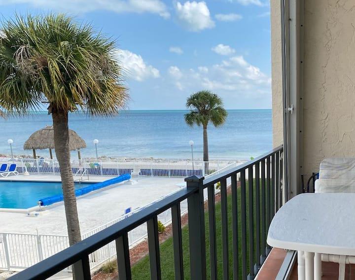 Mid-Keys Ocean View LRG pool 2 bdr Retro condo #11