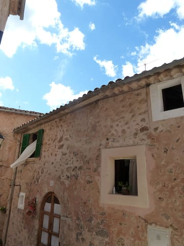 cosy medieval stone-house - Valldemossa