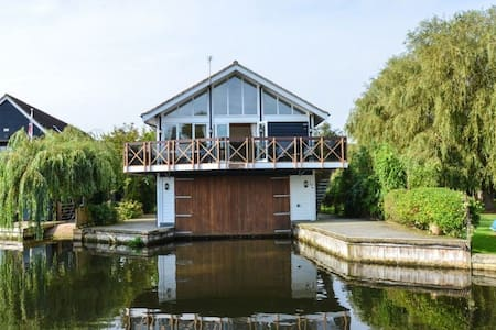 The Tree House - Horning