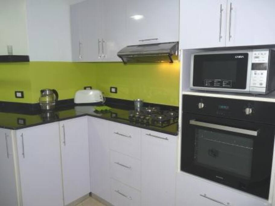 Kitchen- Gas Hob, Elec Oven, M'Wave