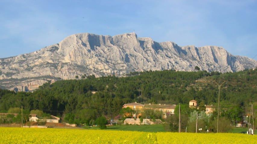 Gite en Provence - T2 tout confort - Gréasque - Byt