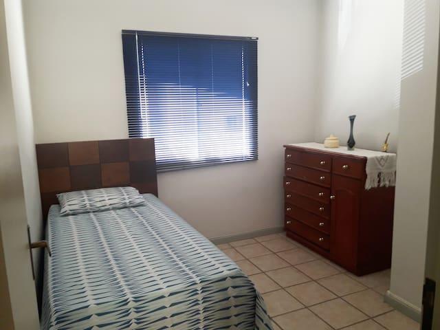 Confortável quarto inteiro