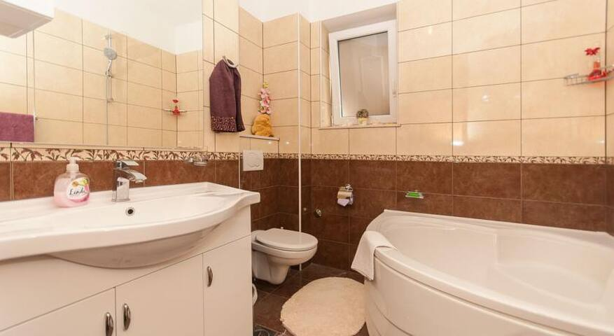 Bathroom with bathtub and washing machine