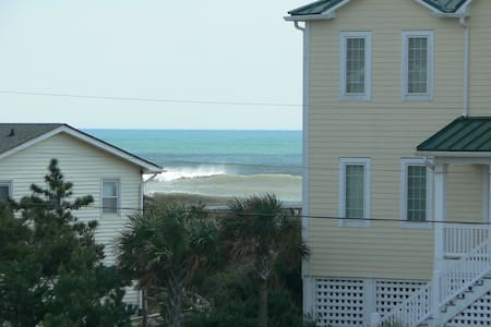 Quaint 3rd row beach cottage - Emerald Isle
