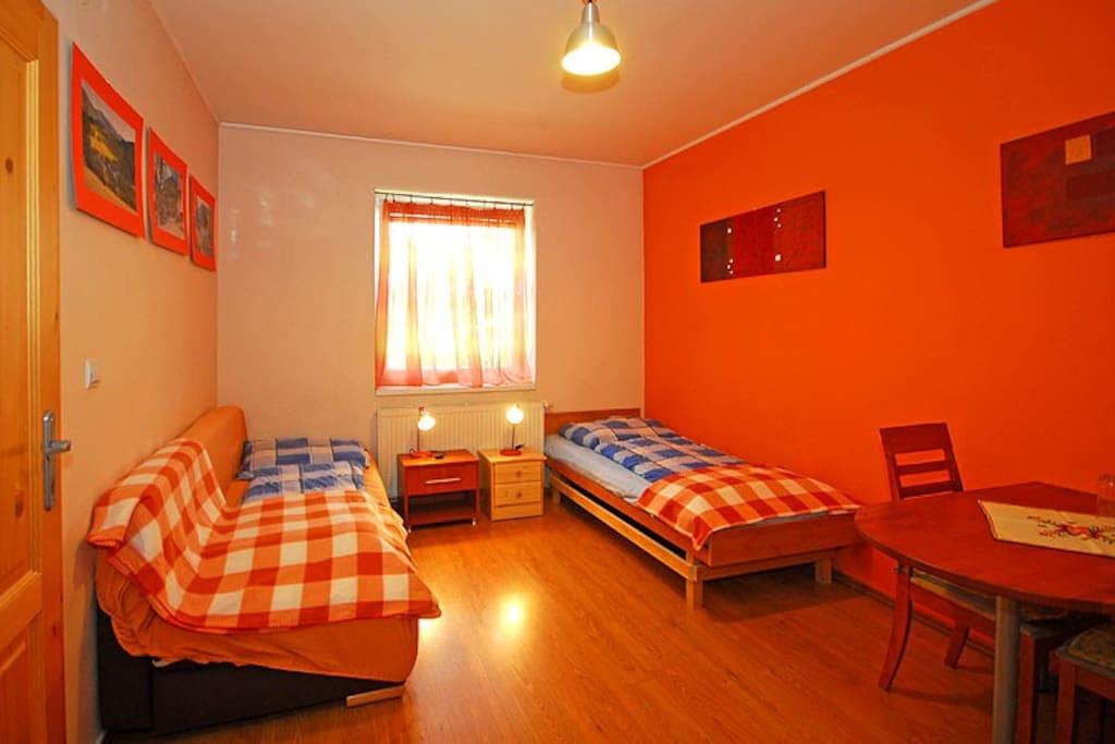 Bedroom - Orange room, 2 beds