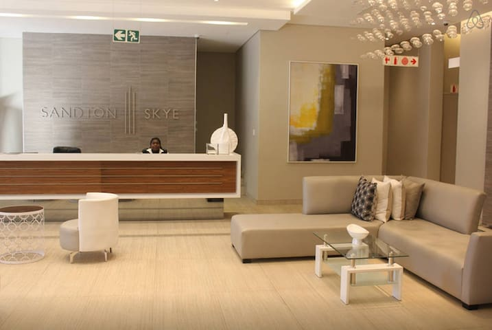 Sandton Skye - Luxury Apartment - Sandton - Byt