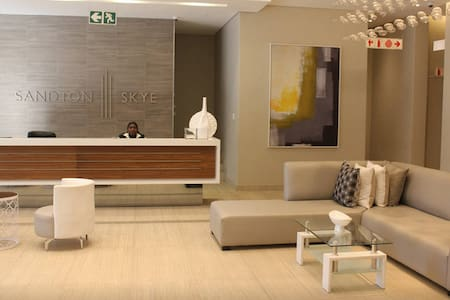 Sandton Skye - Luxury Apartment - 桑頓