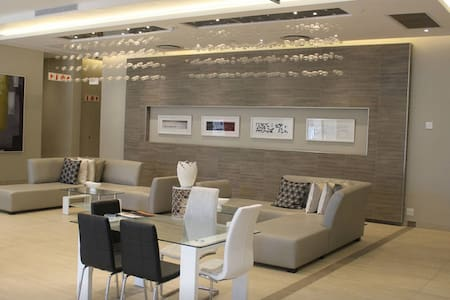 Sandton Skye - Luxury Apartment - Sandton - Wohnung