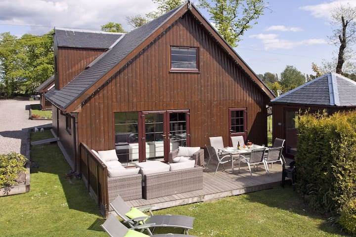 Luxury Lodges with Private hot tubs . - Stirling - Hus