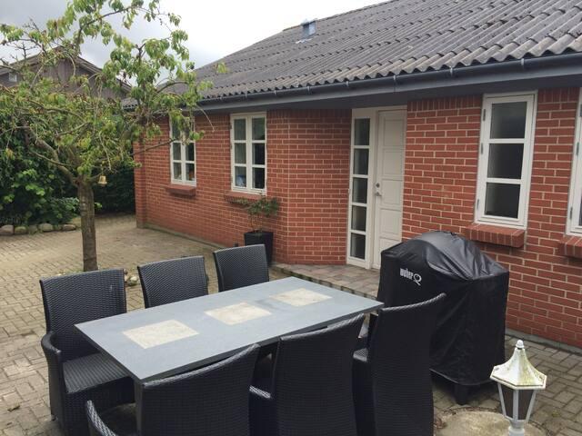 Børnevenligt rækkehus tæt på Gatten - Aars - Casa