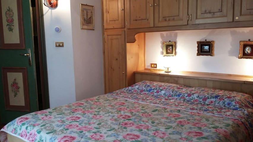 Camera da letto matrimoniale con ingresso bagno