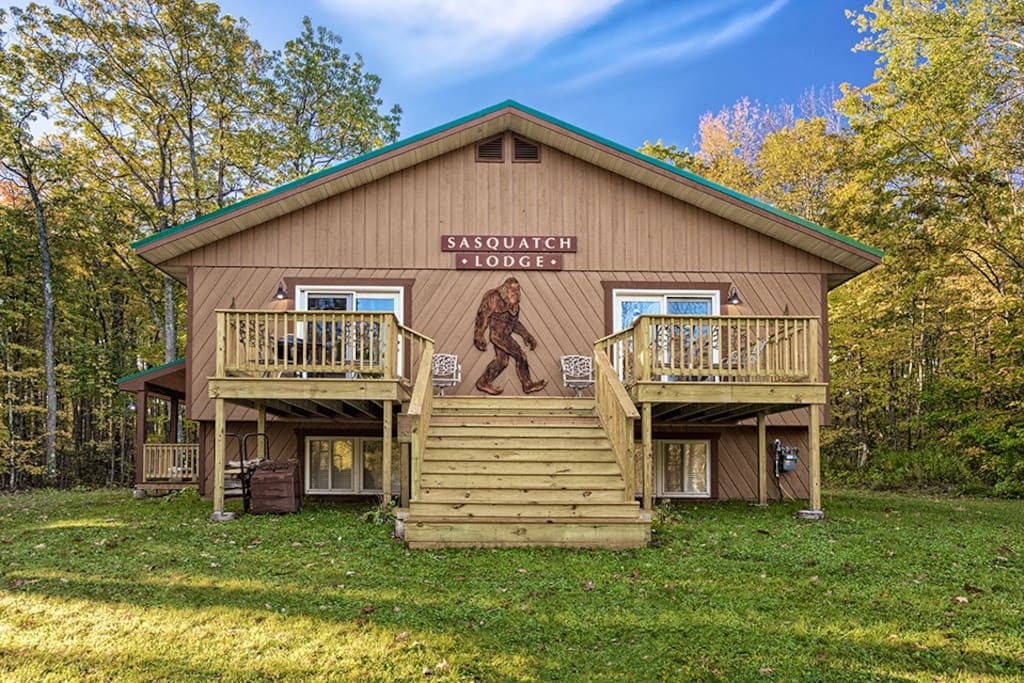 Sasquatch lodge vacation home houses for rent in for 3 4 houses in michigan