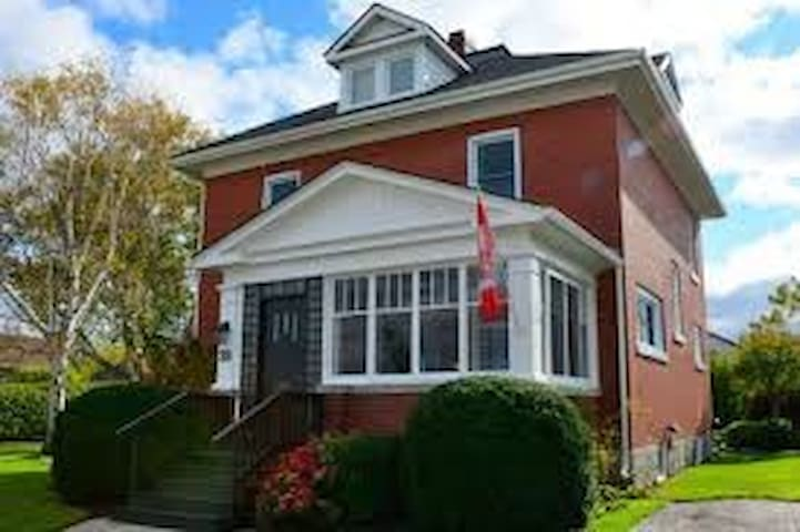 Quaint century home in heart of Newmarket