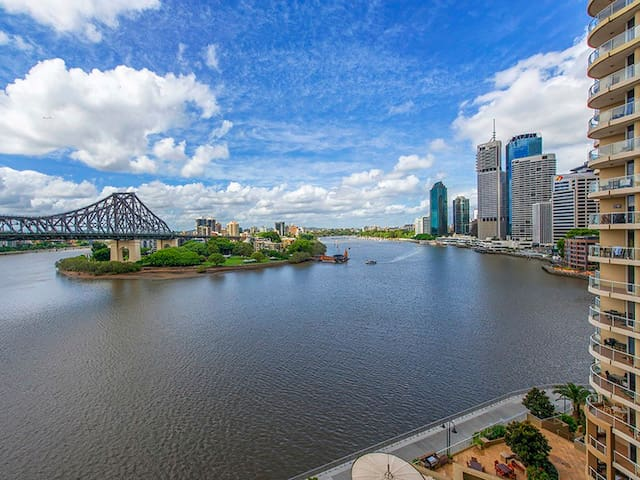 Breathtaking Brisbane CBD & River Views 2bd, 1.5bt - Brisbane - Byt