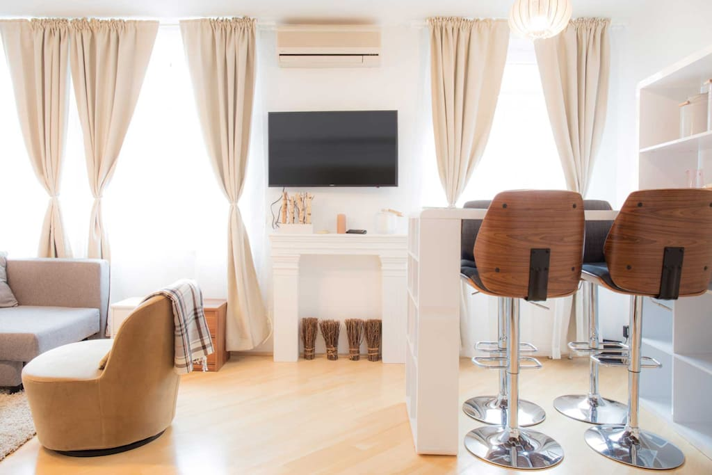 Very comfortable large bar for drinks or dinner and Smart TV which can be connected to many devices