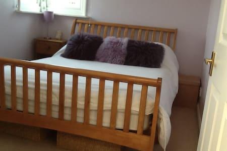 Attic double bedroom - Twickenham - 家庭式旅館