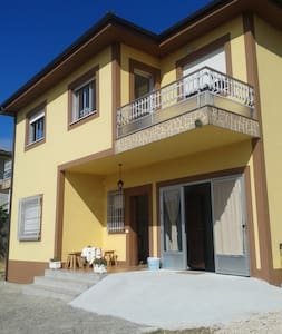 Habitación de seis plazas en litera - Portomarín - 独立屋