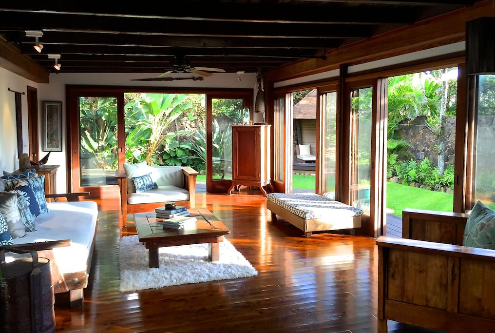 Living room that opens to the front garden and back lanai