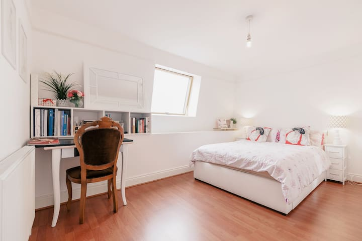 Sunny & Large Affordable Private Room in London - Thornton Heath - Apartment