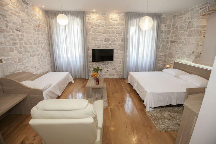 Tifani Luxury Rooms for 3+1 B&B - Split - Bed & Breakfast