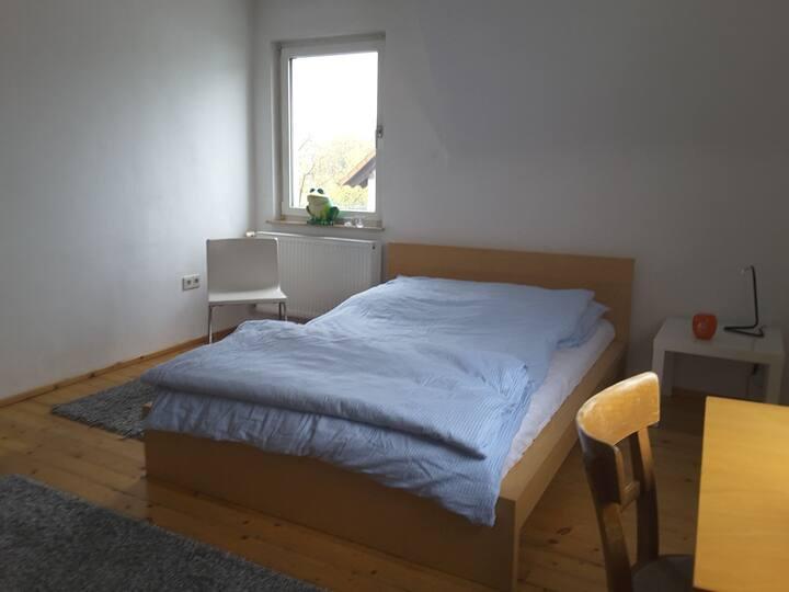 Zimmer mit eigenem Bad  zwischen Stadt und Land
