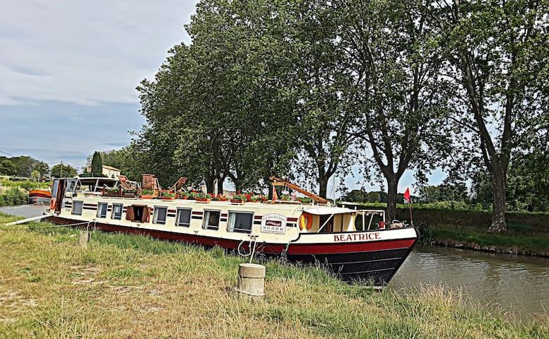 Hotel barge Beatrice canal du midi cruises