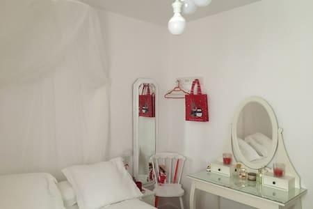 Dos habitaciones en centro con baño y wifi - Valladolid