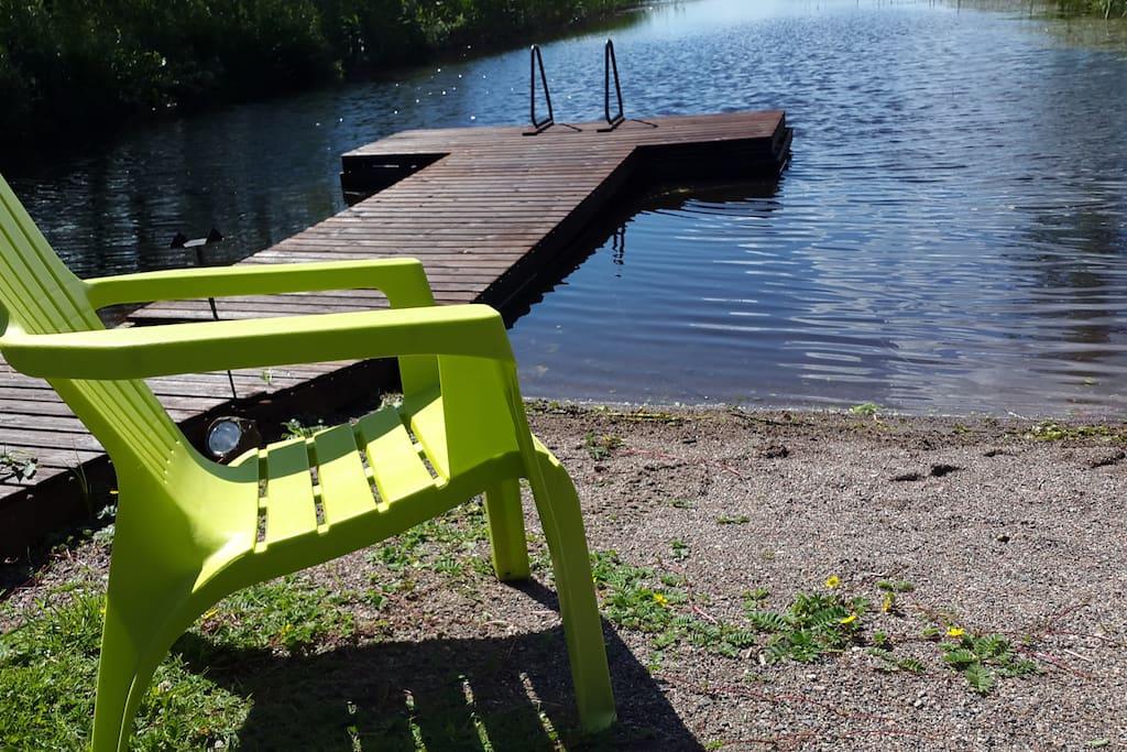 Hyvä uimaranta ,  matala ja turvallinen.