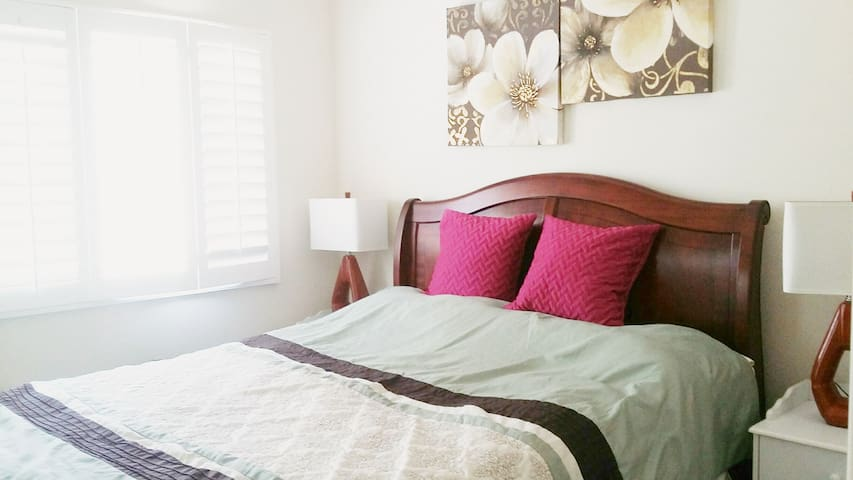 Clean, lovely room in gorgeous home