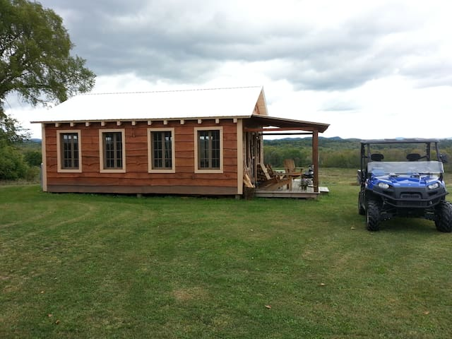 4 season insulated  hand built Post and Beam hand built cabin. A room with a WONDERFUL view.