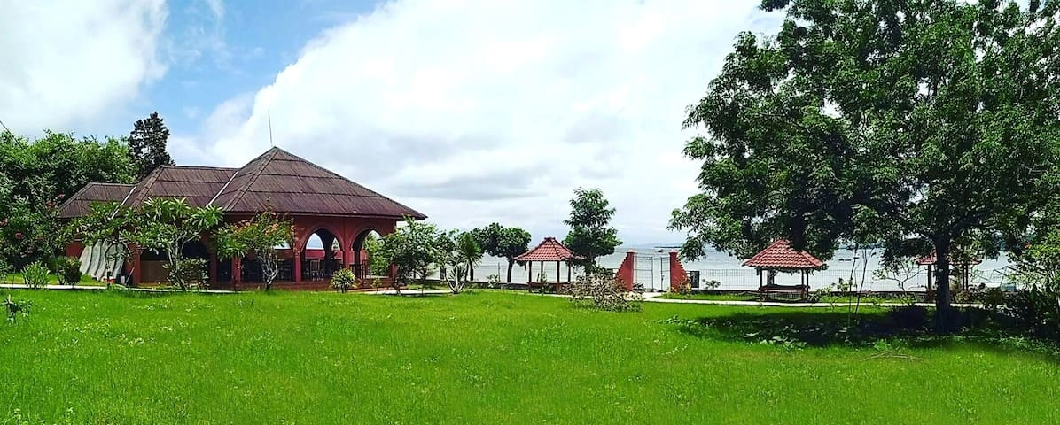Gili Gede - affordable beach front bungalow (B4)