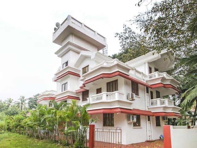OYO Holistic Home, Near Fatrade Beach, Varca, Goa
