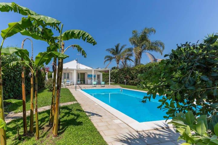 Villa with swimming pool in Playa Grande, a few km from Marina di Ragusa