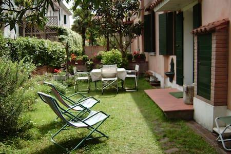 Villetta  con giardino autonomo - Lido Venezia - Villa