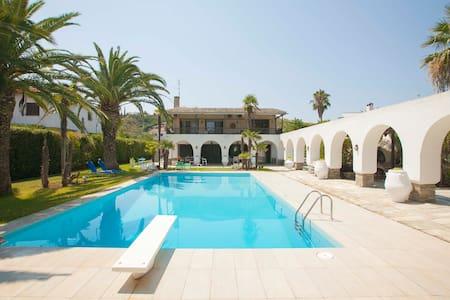 Villa Camares Tropicana Beachfront! - Chalkidiki