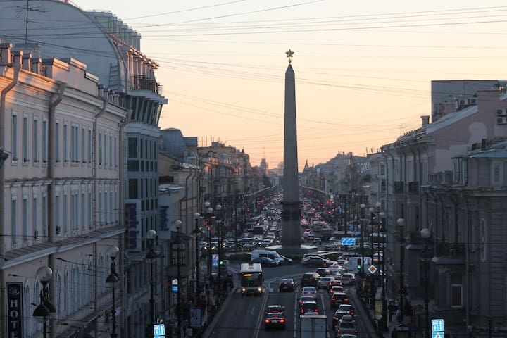 Nevsky Prospect with balcony views + Eng + French - Sankt-Peterburg - Appartamento