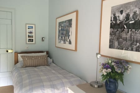 Beautiful and Bright Single Bedroom - Colinsburgh - Casa