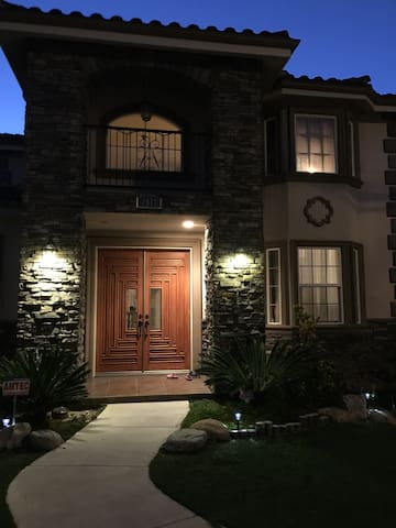 5 Bedrooms,Entire Luxury House For Rent,2621 sq ft - Rosemead - Ev