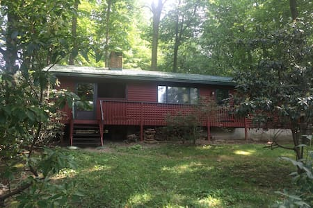 Cozy 2BR house in Laurel Highlands - Acme