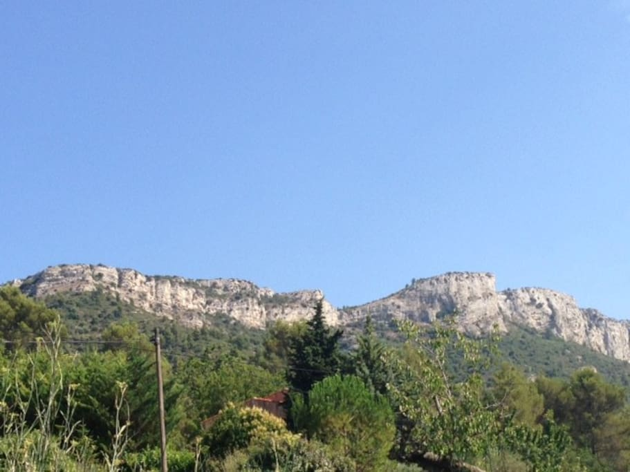 Vue sur le massif de la Sainte-Baume