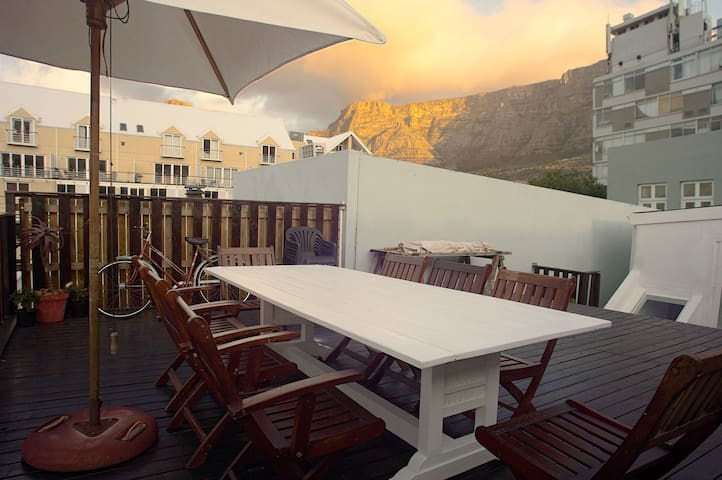 Kloof Street Cottage, huge deck & panoramic views