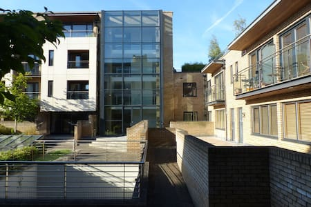 Modern, 1 double bed, 15-20 minute walk from city - Lejlighed