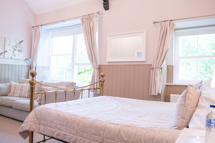 Swan Hotel Wotton | Room 8