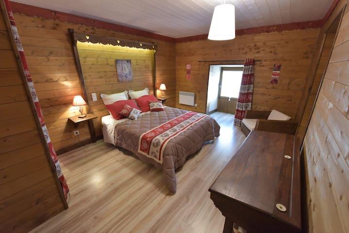 Angélique, chambre d'hôtes spacieuse - Trémouilles - Bed & Breakfast