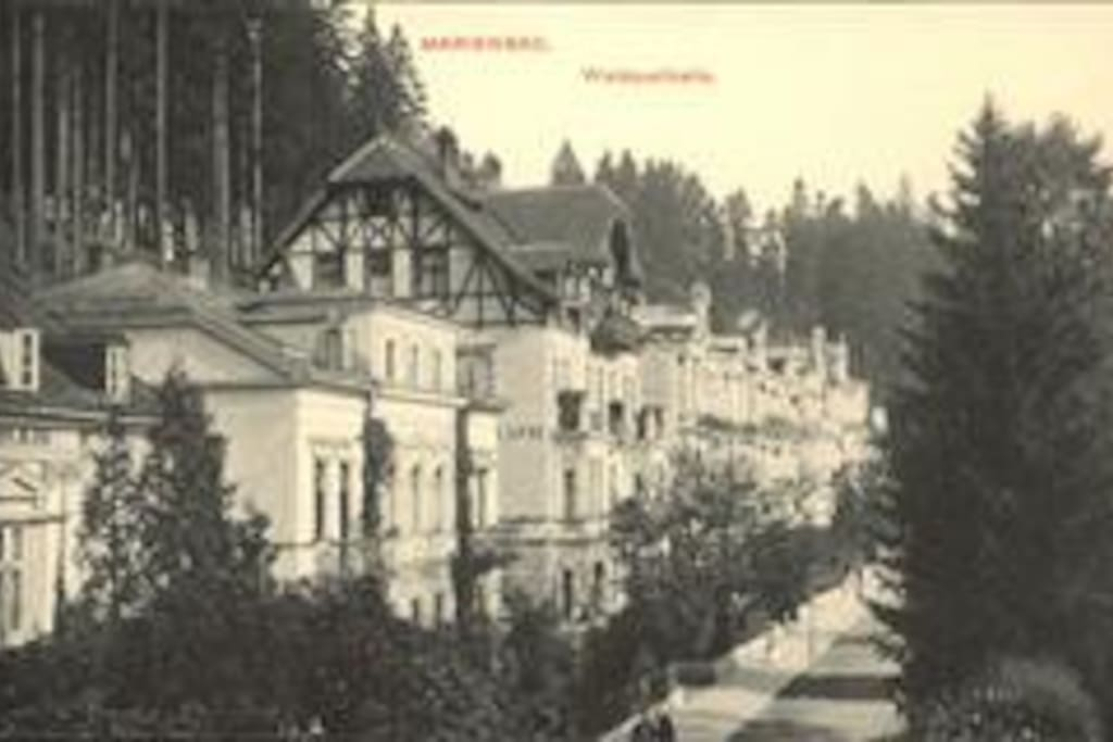 The  villa is featured on this historic postcard / Carte postale de notre rue