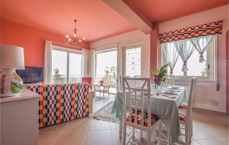 Holiday apartment with 2 bedrooms on 90 m² in Milo (CT)