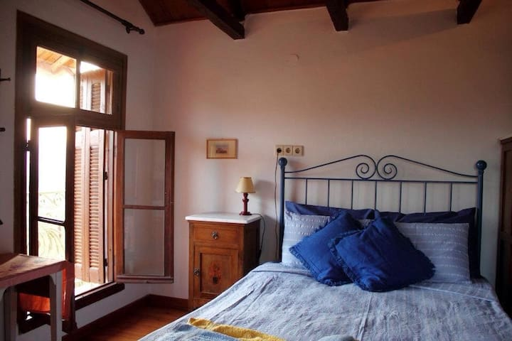 Bedroom with vintage Greek style funky deco!